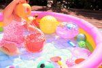 【簡単】ビニールプールの水抜き方法!空気の抜き方や保管方法